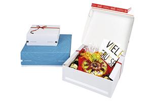 Kartons mit Dekor für Geschenke.