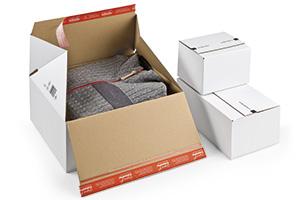 Premiumkartons mit zwei selbstklebenden Bändern für Rücksendungen.